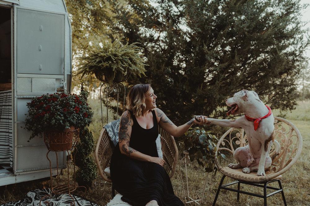 vintage-camper-mini-sessions-girl-holding-pitbull-paw-iris-aisle-winterset-iowa-raelyn-ramey-photography-266.jpg