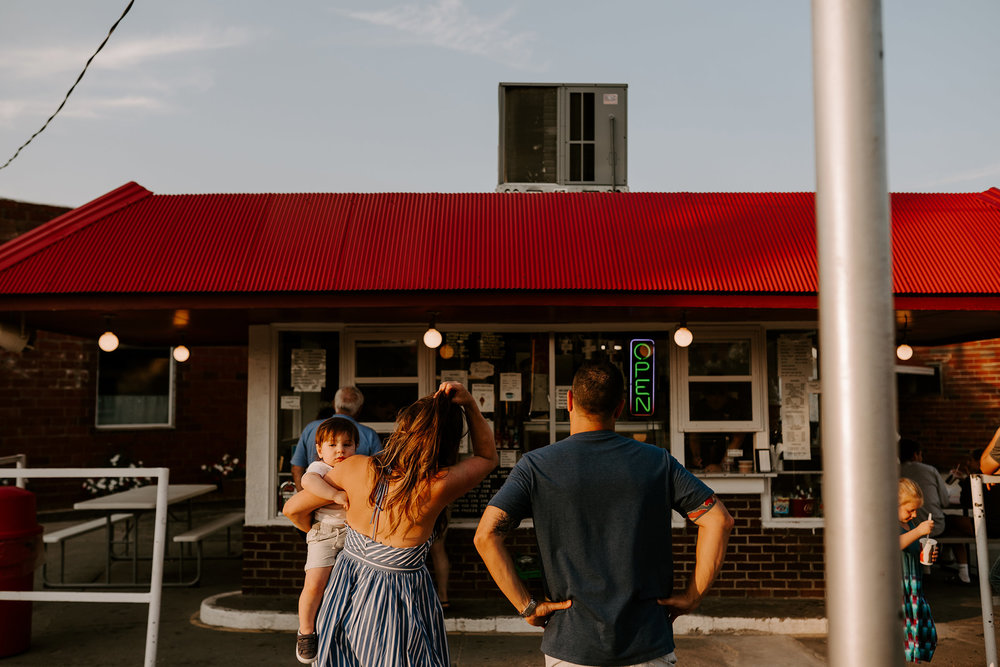 natale-family-waiting-in-line-for-ice-cream-at-frostees-winterset-iowa-raelyn-ramey-photography-182.jpg