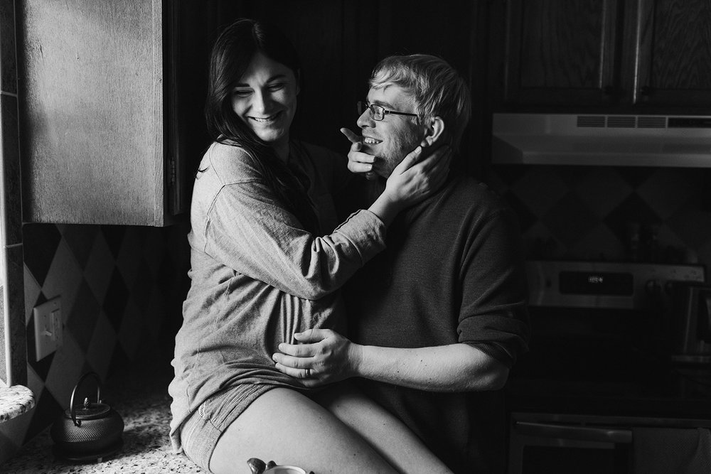 mom-sitting-on-counter-with-belly-maternity-desmoines-iowa-raelyn-ramey-photography-37.jpg