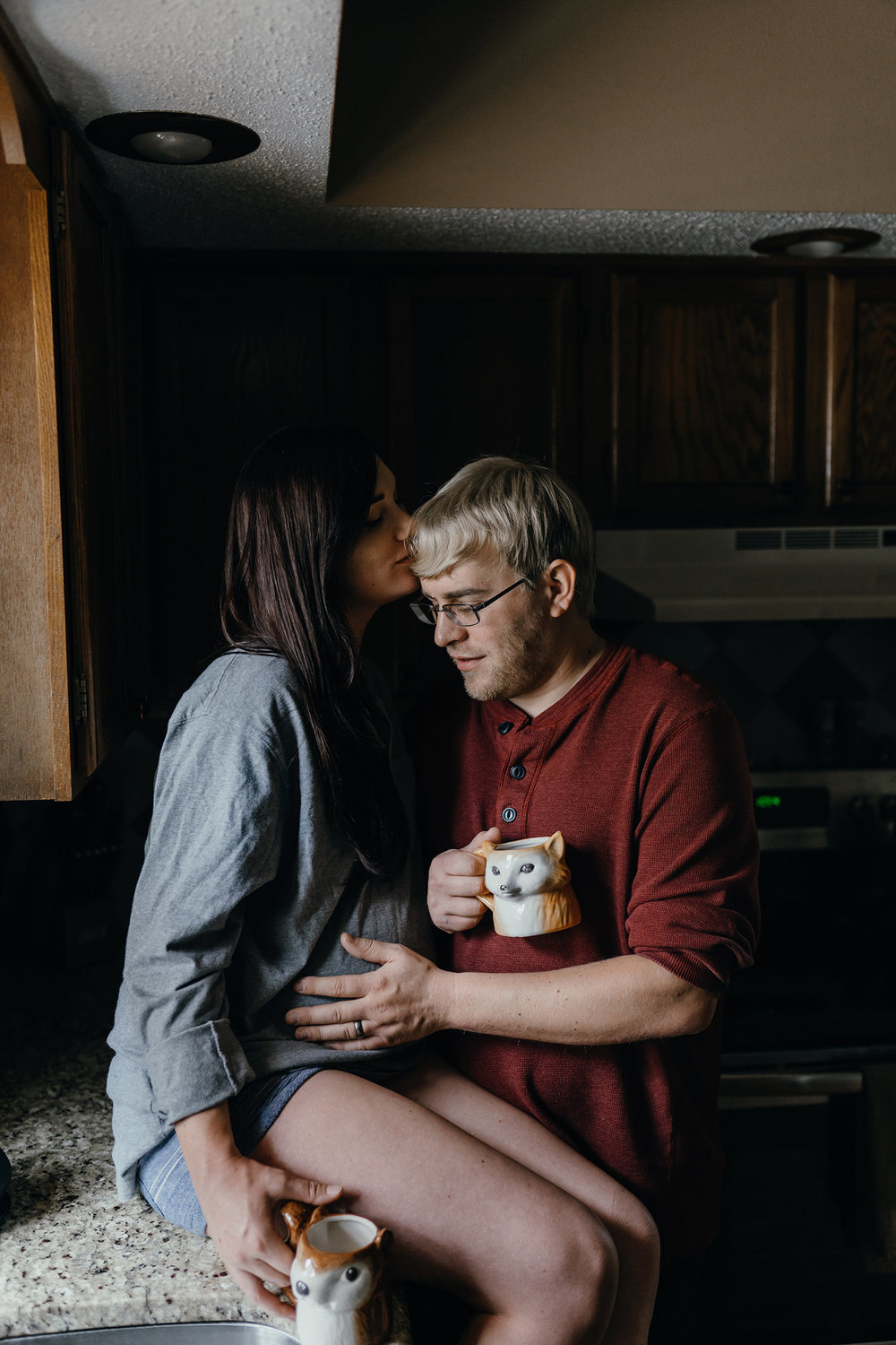 mom-sitting-on-counter-with-dad-touching-belly-maternity-desmoines-iowa-raelyn-ramey-photography-34.jpg