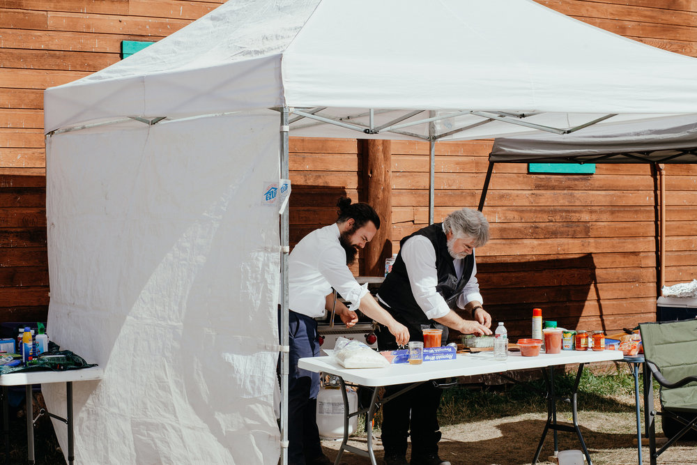 brother-and-dad-making-pizzas-for-wedding-guests-double-a-barn-grand-lake-colorado-raelyn-ramey-photography-548.jpg
