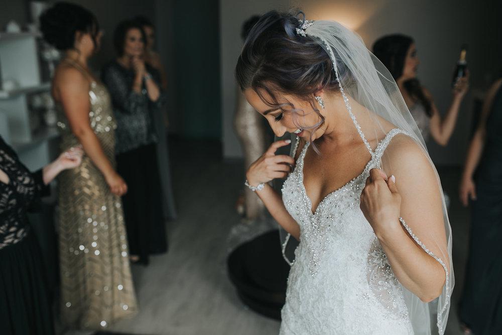 bride-putting-veil-on-desmoines-iowa-ac-hotel-raelyn-ramey-photography.jpg