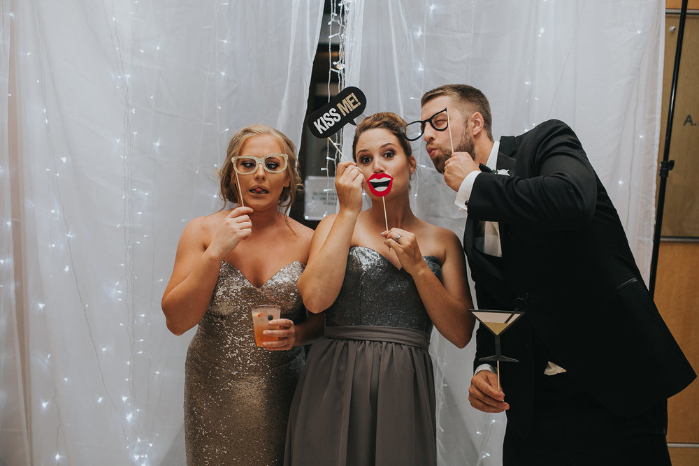 guests-post-with-photobooth-props-desmoines-iowa-art-center-raelyn-ramey-photography.jpg