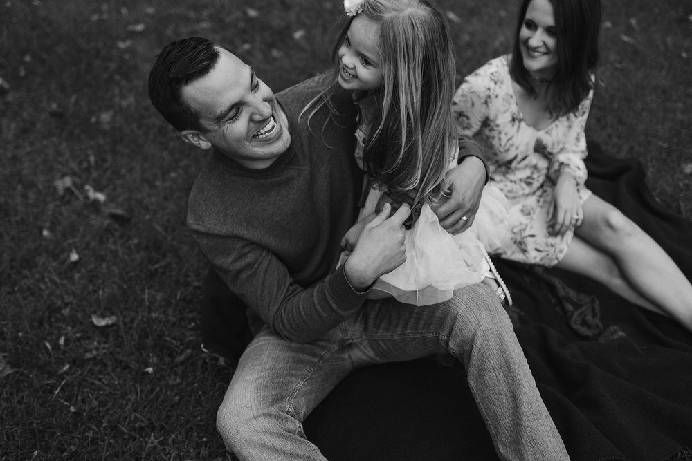 mueller-family-dad-playing-with-daughter-granger-iowa-raelyn-ramey-photography.jpg