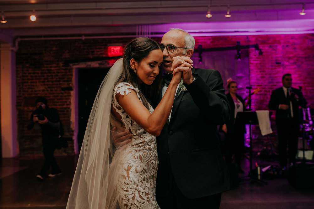 father-daughter-on-dance-floor-slow-dance-founders-one-nine-omaha-nebraska-raelyn-ramey-photography.jpg