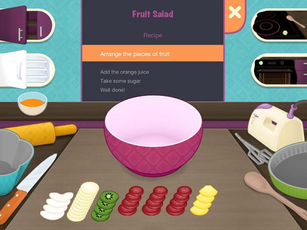 Arrange the fruit pieces to make a fruit salad.