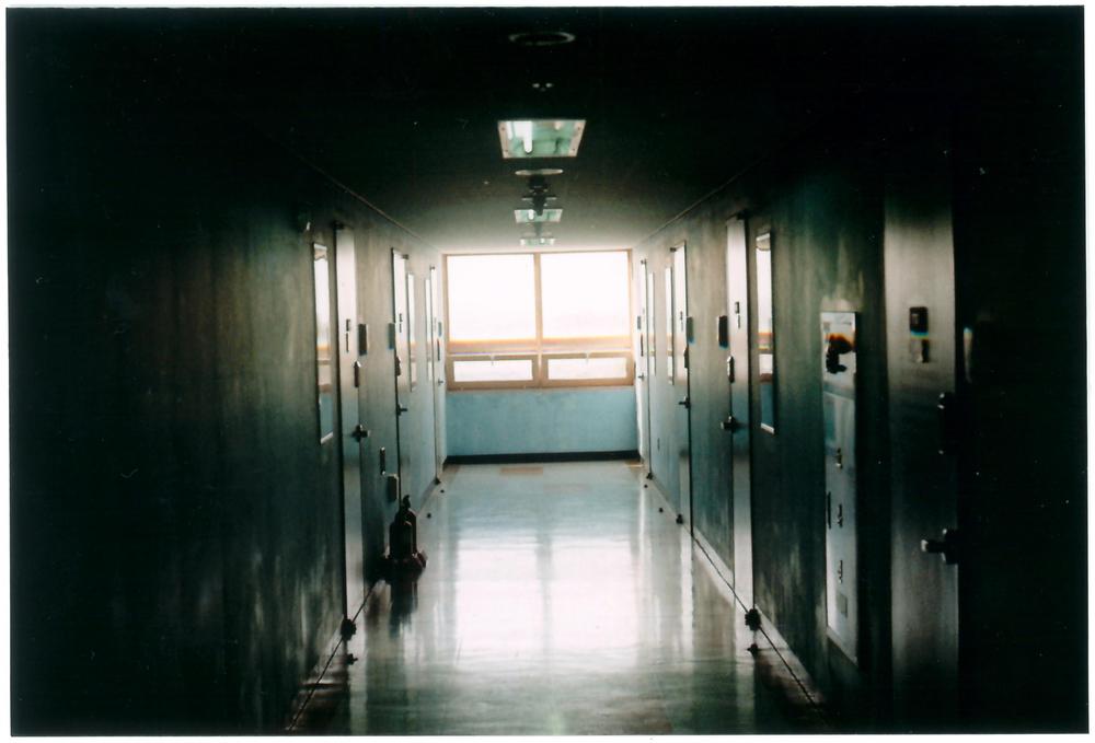 hallway_02.jpg