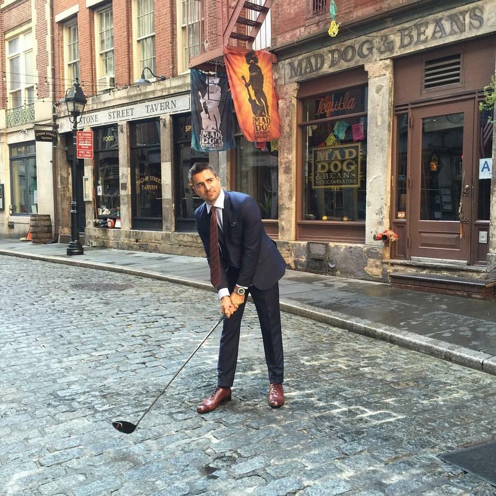 The cobblestones on Stone Street break hard left.