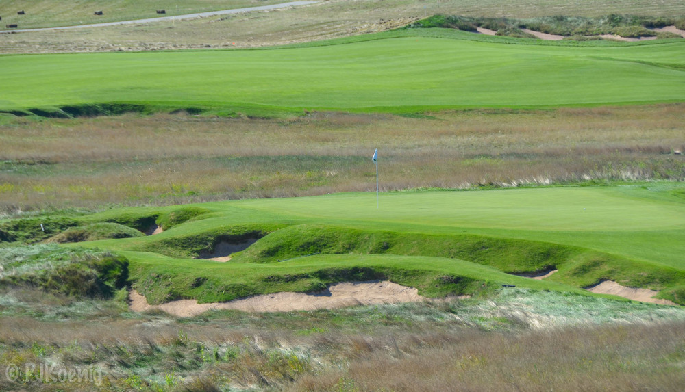 The very cool par 3, 9th hole at Erin Hills.