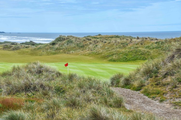 The difficult 5th at  Bandon Dune s is one of the best holes on the property.