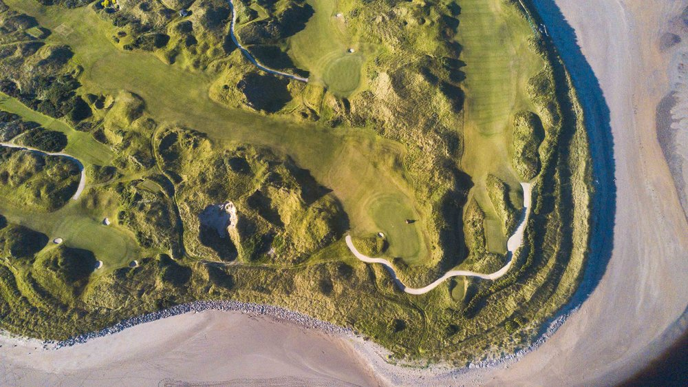 Waterville from above. Here we see the 4th and 15th greens at the very edge of the golf course.