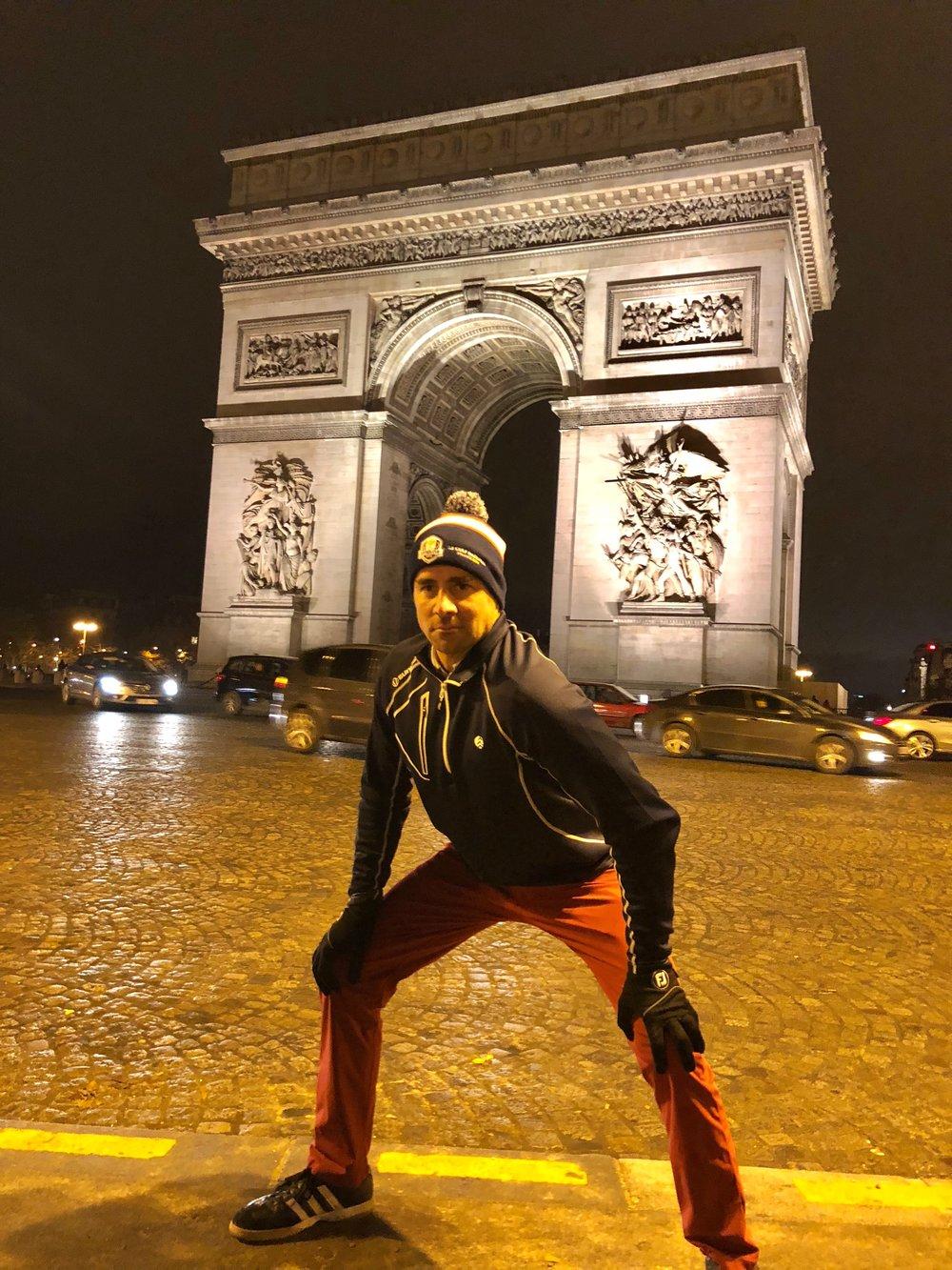 Arc De Triomphe pose.