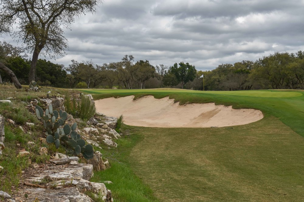 The rock outcroppings give the Oaks course some character