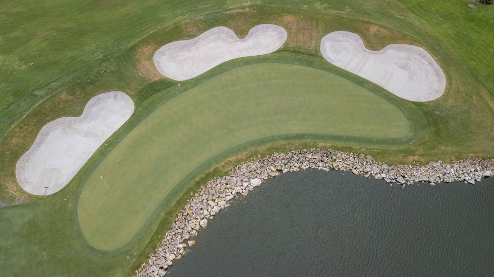 The iconic 18th from the air.