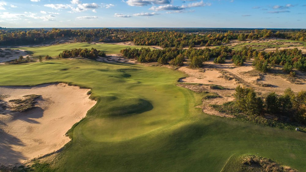The boomerang 6th green at Mammoth Dunes.