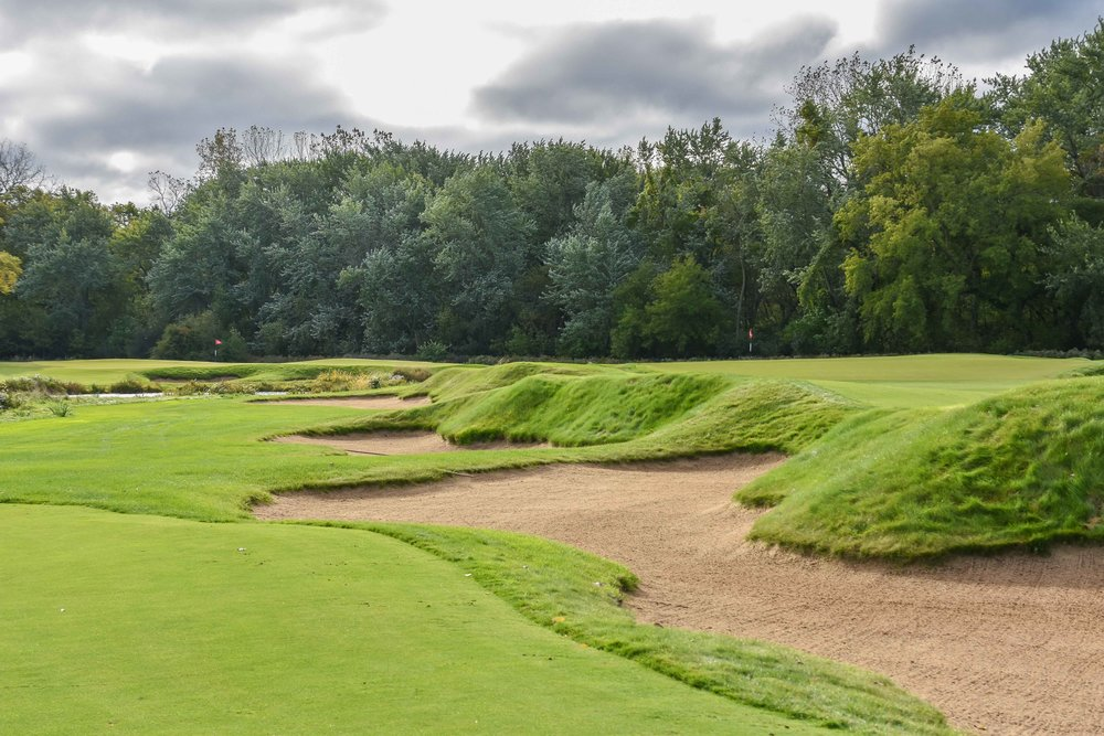 The bunkering on the par 5 3rd is deliciously good.