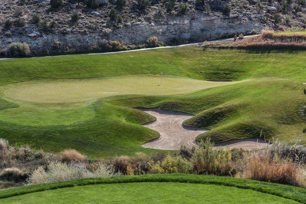 The par 3 12th hole at Redlands Mesa.