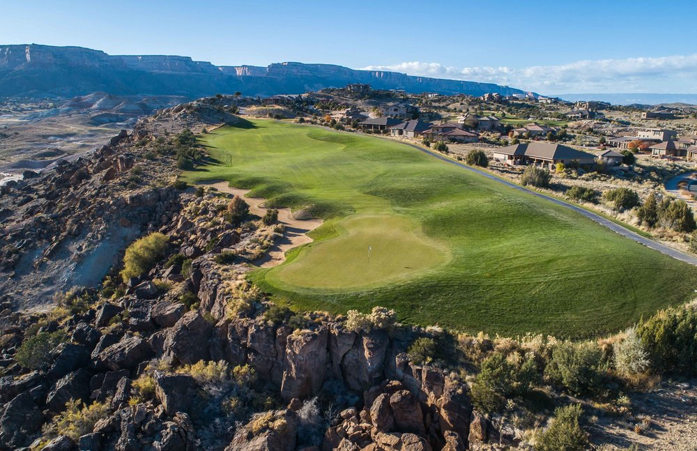 The 4th hole at Redlands Mesa is a short par 4.