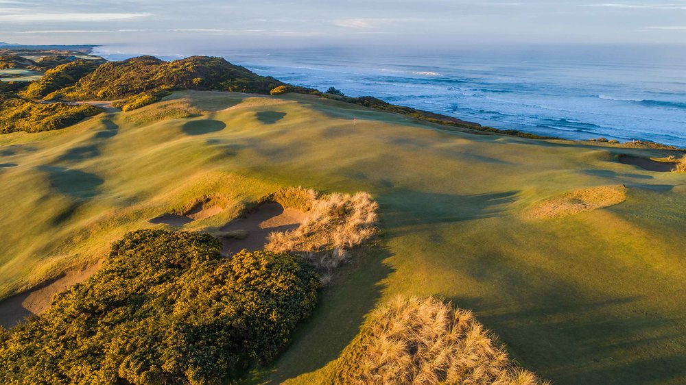 The 7th hole at Old Macdonald finishes on the ocean.