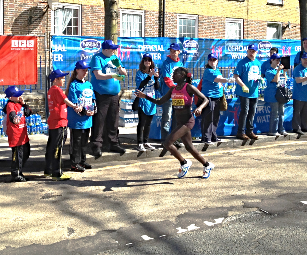Edna Kiplagat on her way to 2nd place at the 2013 London Marathon