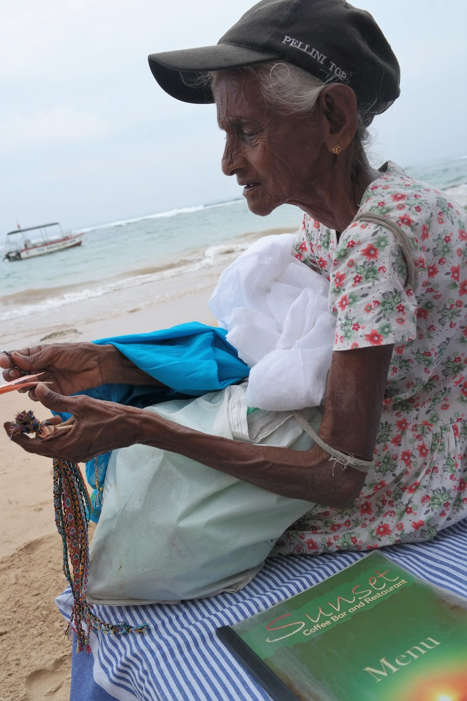 Kuva on otettu Sri Lankasta ja mielestäni se kertoo enemmän kuin tuhat sanaa, siitä mitä voi oppia pelkästään näkemällä.