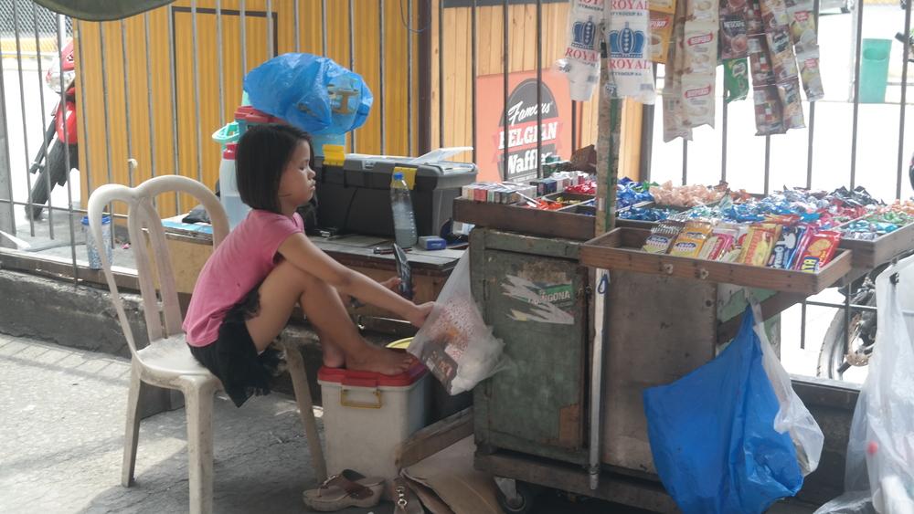 Lapset tekivät töitä kadulla iästä riippumatta.