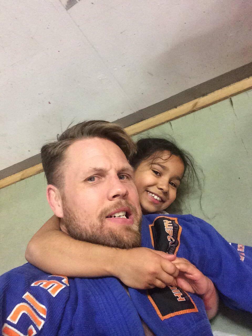 Ennen kisoja Alyna halusi käydä tekemässä extra treenejä isänsä Artun kanssa <3