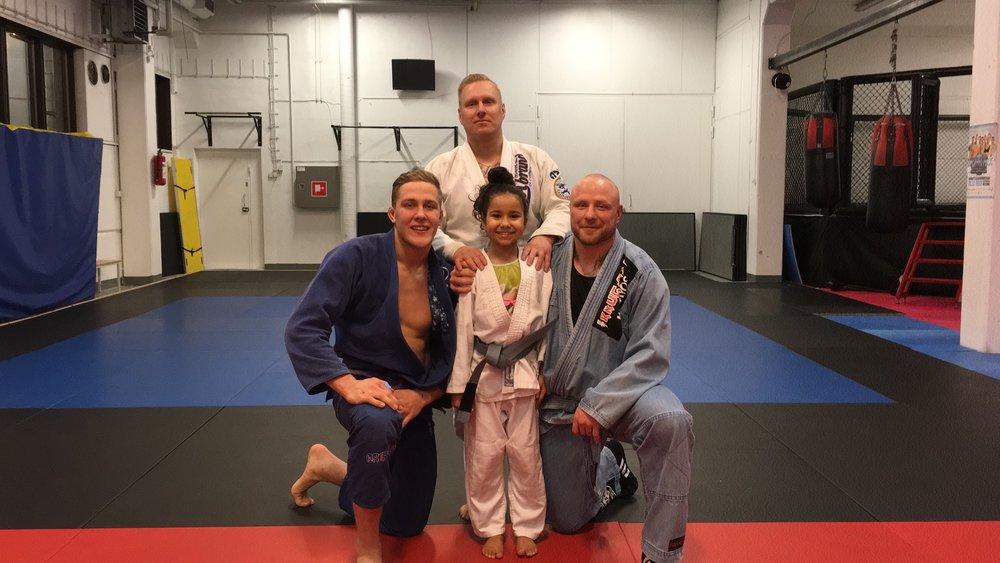 Alyna ja valmentajat Jesse Vuorio , Tomi Tervanen ja Miika Mehmet.