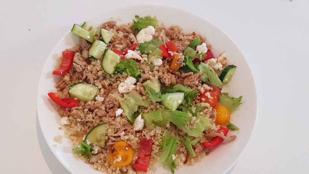 Mun perus arkiruokaa kalkkunanjauhelihaa, kasviksia, kvinoa välillä riisin sijasta ja kaikki sekasin.