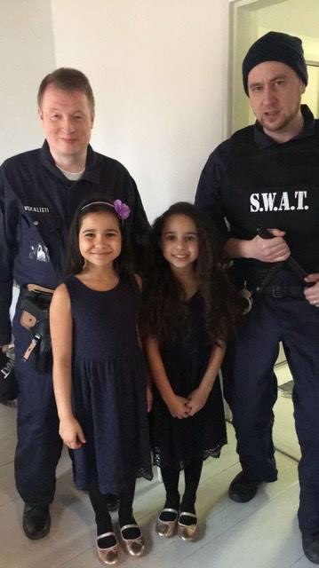 Alyna, Lili ja Poliisit