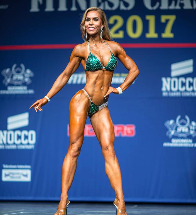 Sportlife Teamin Johanna Guessous ja Poselandin poseerausvalmennus asiakas. Masters sarjan sija 2. ja Yleisen sarjan voittaja! Kuva: Bodymag
