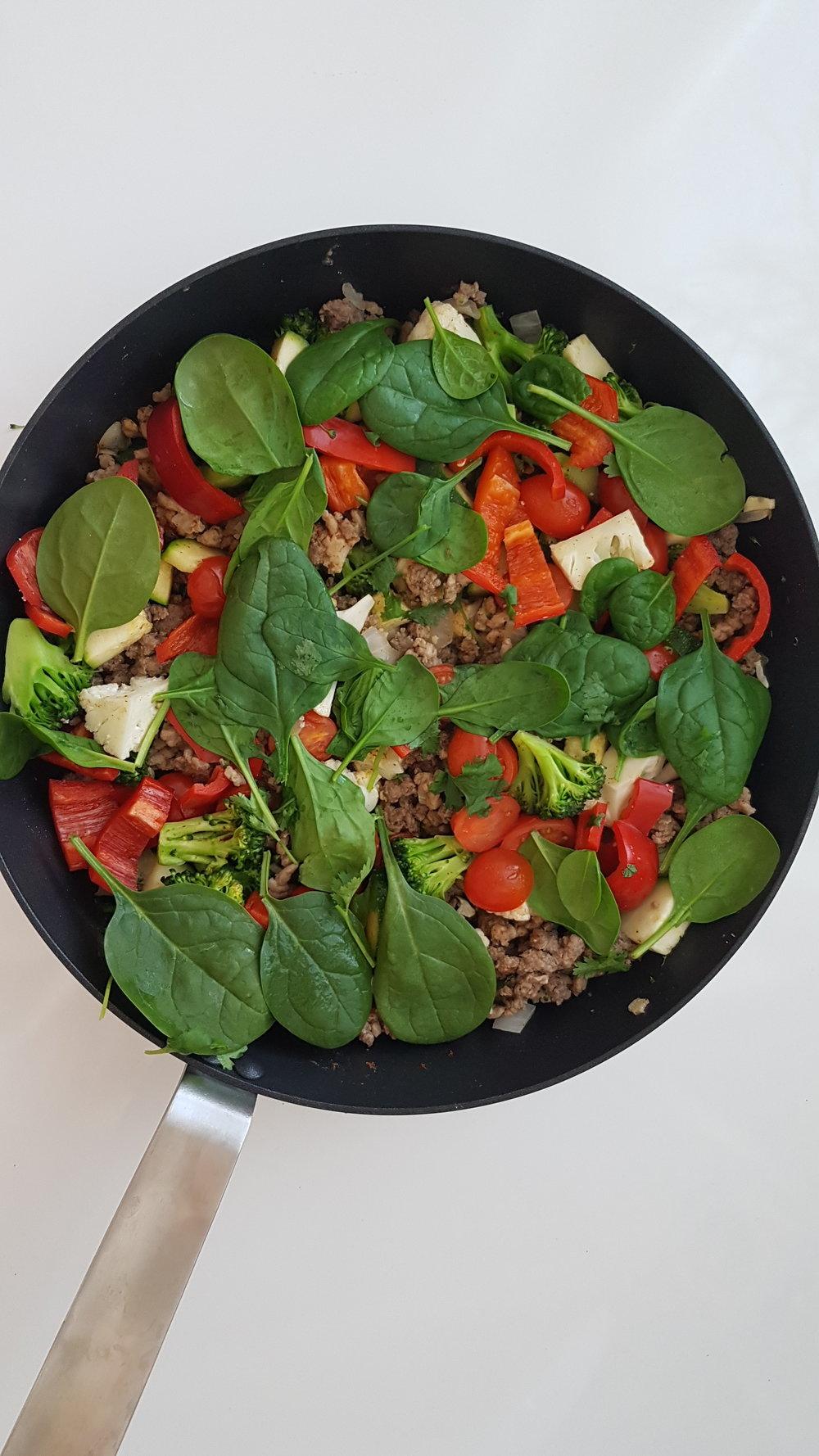 Käytän ruuissa paljon tuoreita kasviksia ja mausteita, saa hyvää vaihtelua ja on super maistuvaa!