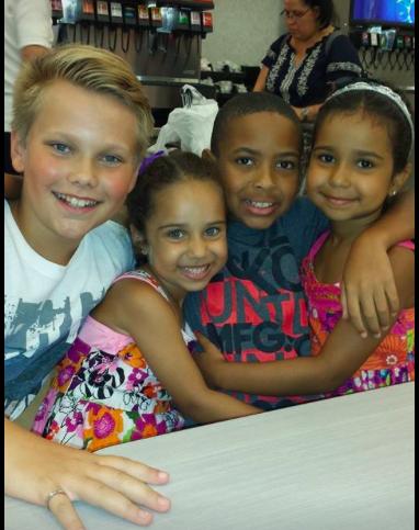 Daniel, Alyna ja Lyana, velipuoli Andren kanssa. <3