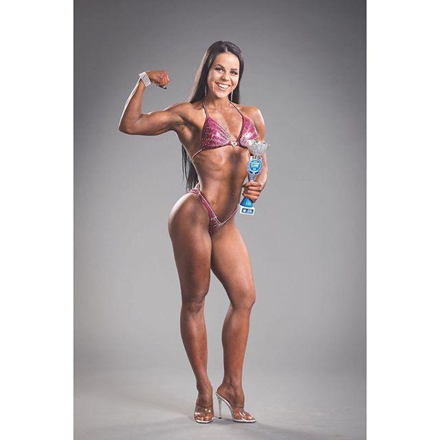 Tästäkin jo pari kuukautta aikaa.. ✨ #tomirehellphotography #bodyfitness #kultsa #fitnessclassic2017