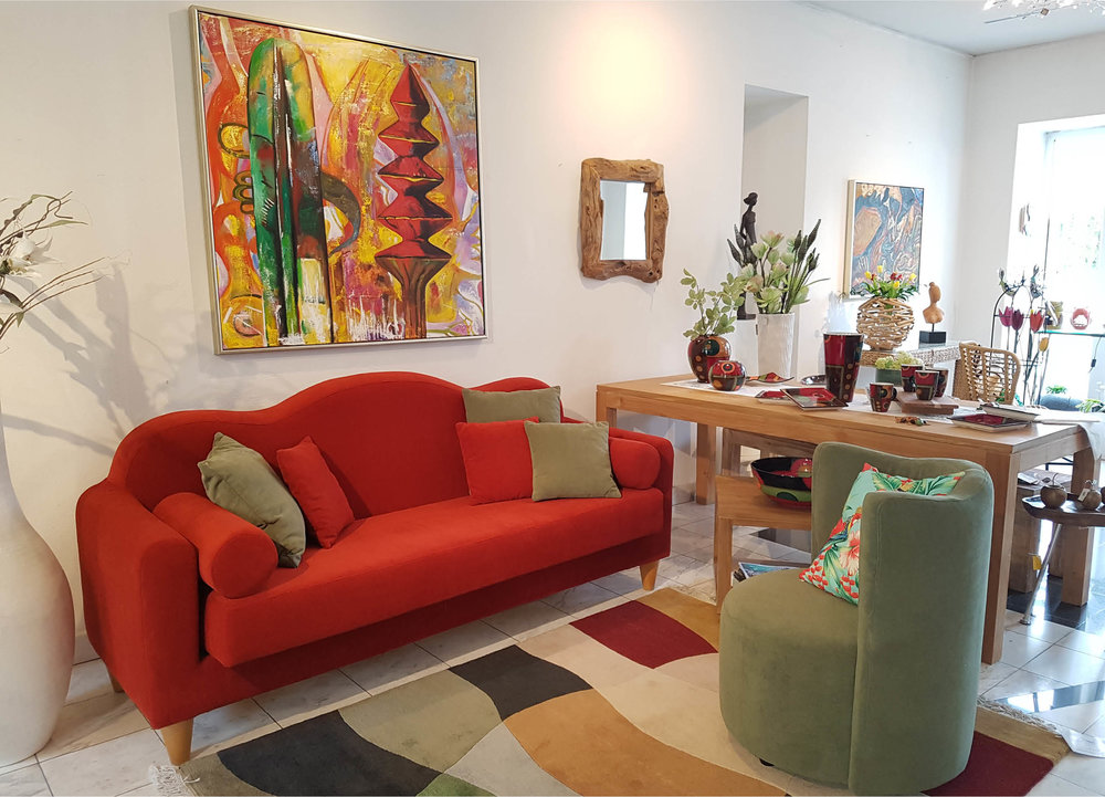 Die edlen Warlamis Möbelklassiker haben neue Farben und abwaschbare Stoffe erhalten. Die schönen Sofas können Sie in vielen verschiedenen Farben bestellen!