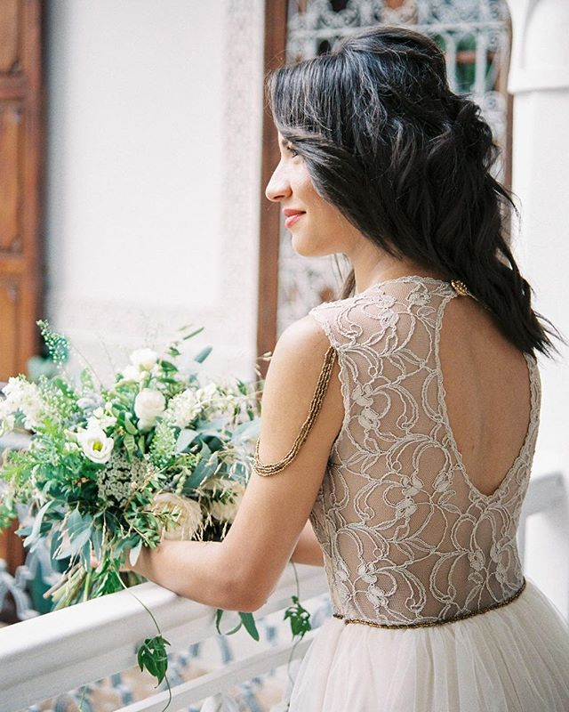 My absolute favorite image of our Marrakech styled shoot.  It's my phone background even 😊  I love the beautiful #weddingbouquet created by @lekiosqueafleursmarrakech and the customized dress by @ieks_bridal, the colors, the light, and the beautiful backdrop of @leriadyasmine!! Check out the complete shoot over I'm Utterly Engaged (link in bio). ⠀ ⠀ VENDORS | Venue (morning): @leriadyasmine • Venue (afternoon): @dar_ayniwen • Planning & Styling: @thewedboutique • Film photography: @stefaniekapraphoto • Flowers: @lekiosqueafleursmarrakech • Stationery: @analuiza.design.calligraphy • Cake & traditional sweets: @amandinemarrakech • Wedding dress (custom): @ieks_bridal • Models Anass and Souhaila & MUAH: @marrakechmodelsagency