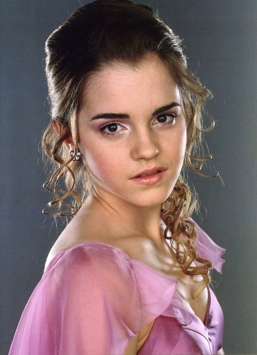 "<a href=""http://www.totallyemmawatson.com/gallery/acting-career/harry-potter-and-the-globet-of-fire/photoshoot"">Photoshoot</a>"