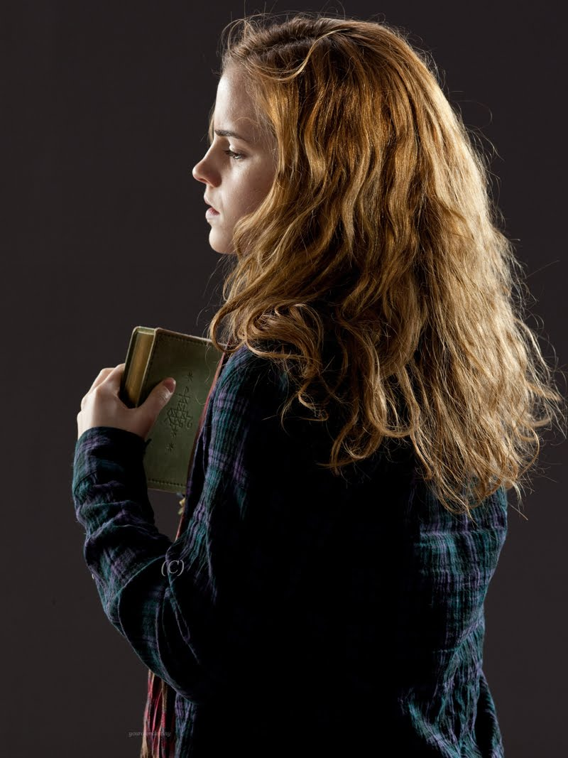 "<a href=""http://www.totallyemmawatson.com/gallery/acting-career/harry-potter-and-the-deathly-hallows/photoshoot"">Photoshoot</a>"