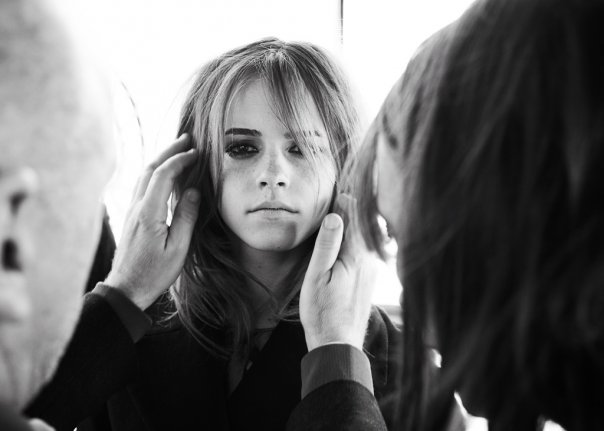 "<a href=""http://www.totallyemmawatson.com/gallery/modeling-career/burberry/autumn-winter-collectionbackstage-2009-2010"">Autumn/Winter BTS 2009/2010</a>"