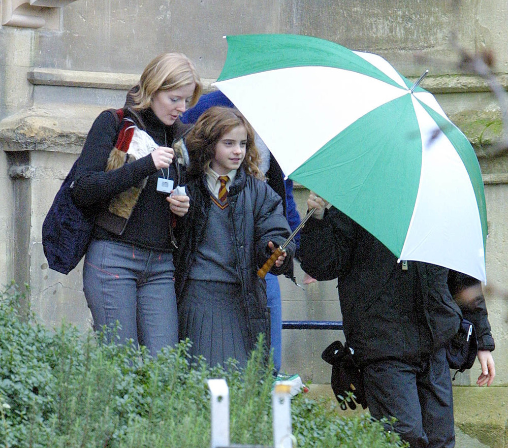 "<a href=""http://www.totallyemmawatson.com/gallery/acting-career/harry-potter-and-the-chamber-of-secrets/on-set"">On Set</a>"
