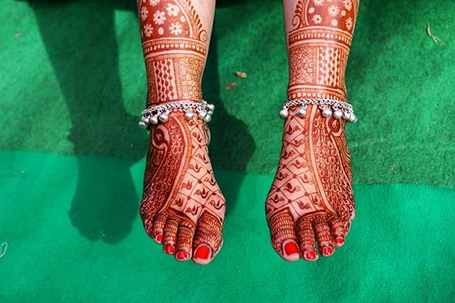 One day in Baroda: Mehndi (the OG temporary tattoos), stray dogs and lots of garba