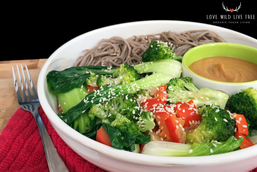 Comfort food at its finest: soba noodles with bok choy, red peppers and broccoli, topped with a creamy peanut sauce and sesame seeds on top!