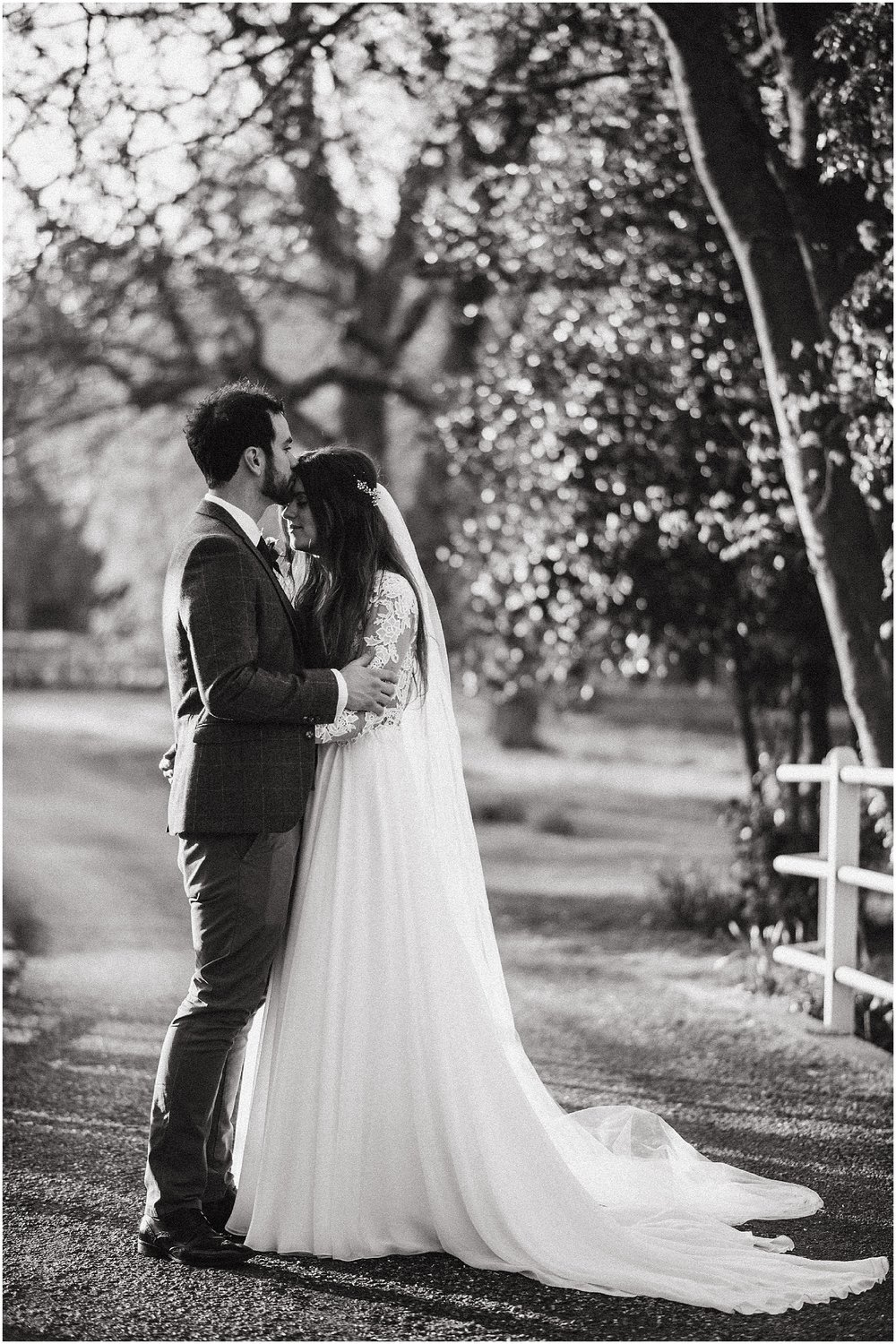 wedding photo ideas at notley abbey in buckinghamshire