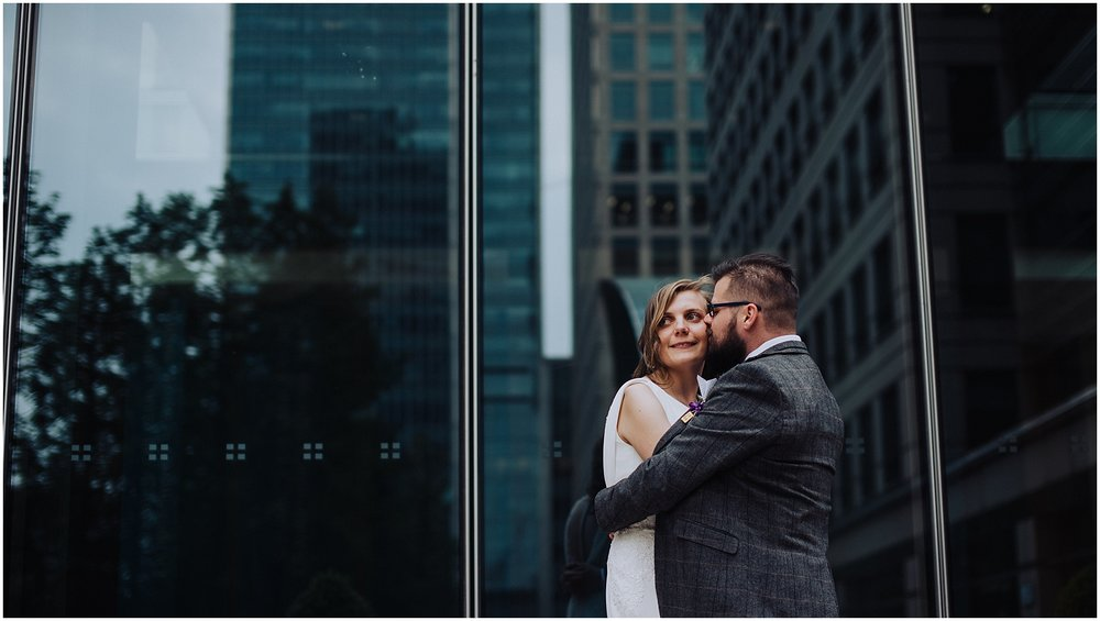 bride and groom city photo ideas