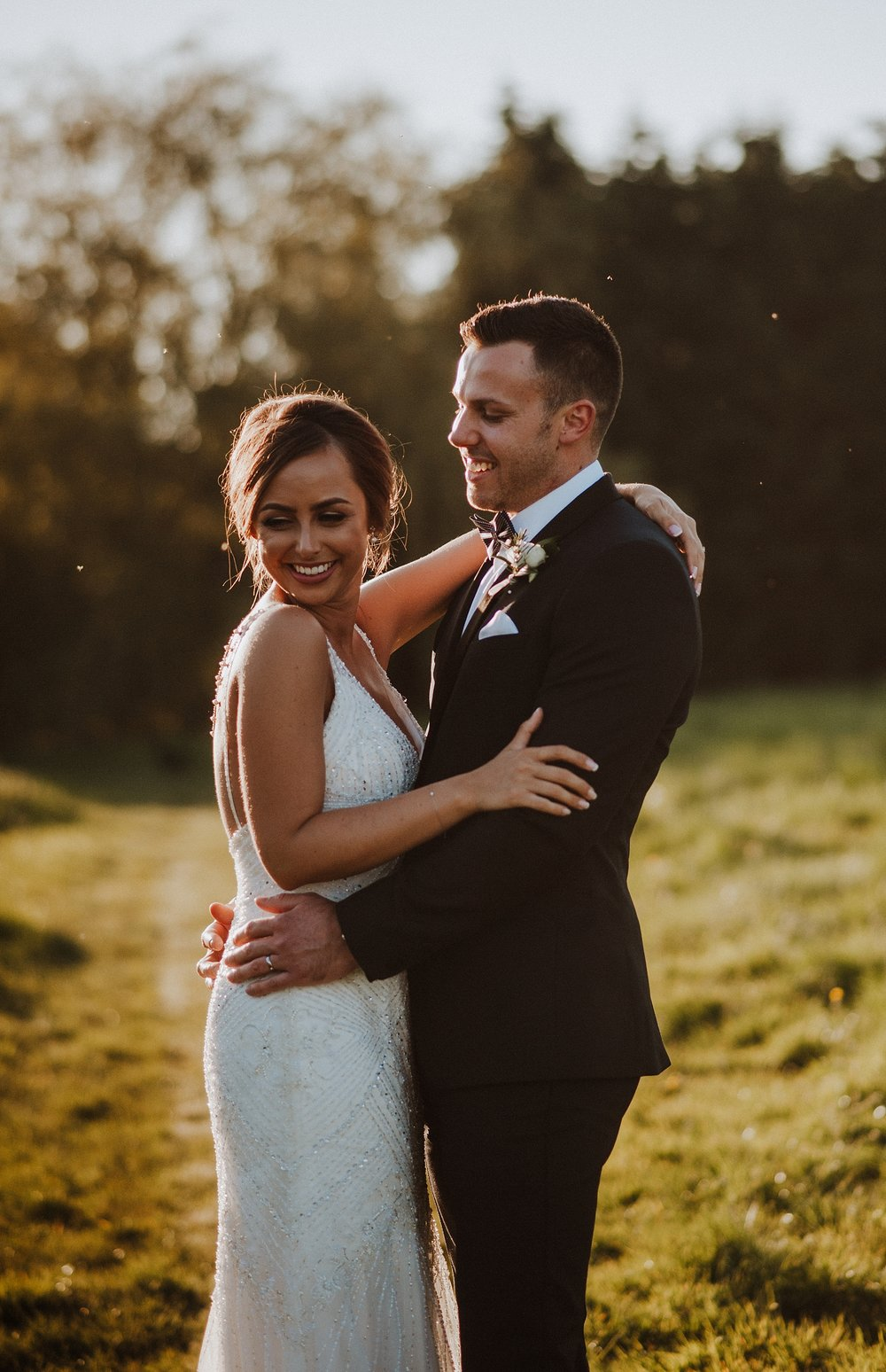 wedding photos at elvey farm kent