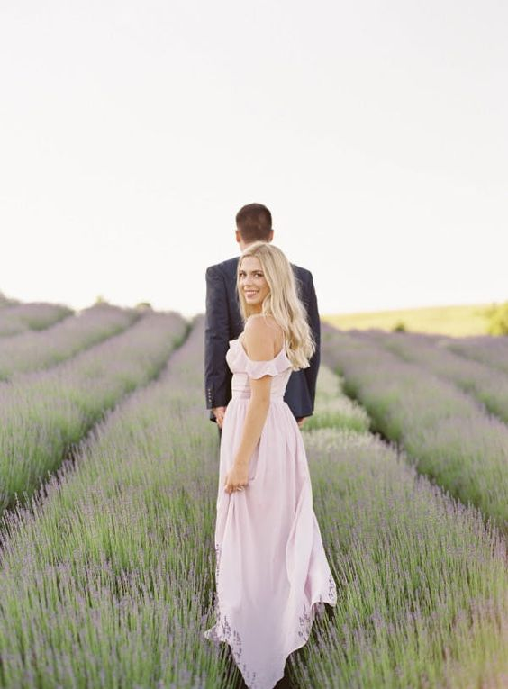 LAVENDAR FIELD - WHEN: MID-JUNE THROUGH MID-JULYWHERE: NORTHERN MICHIGANPHOTOS IN THE BEAUTIFUL FIELDS OF LAVENDARSO PRETTY + ROMANTIC!