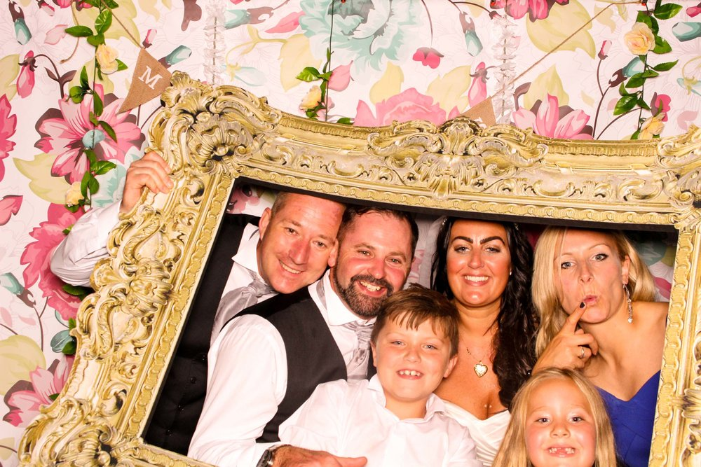 www.fotoauto.co photo booths-100.jpg