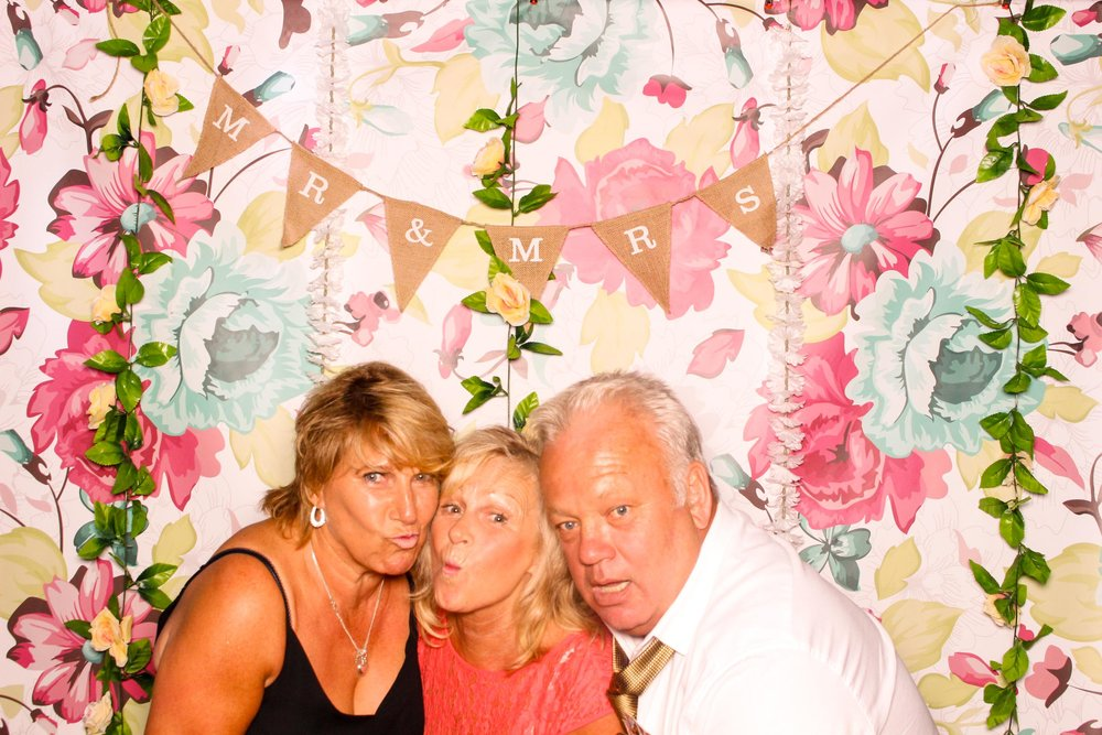 www.fotoauto.co photo booths-120.jpg