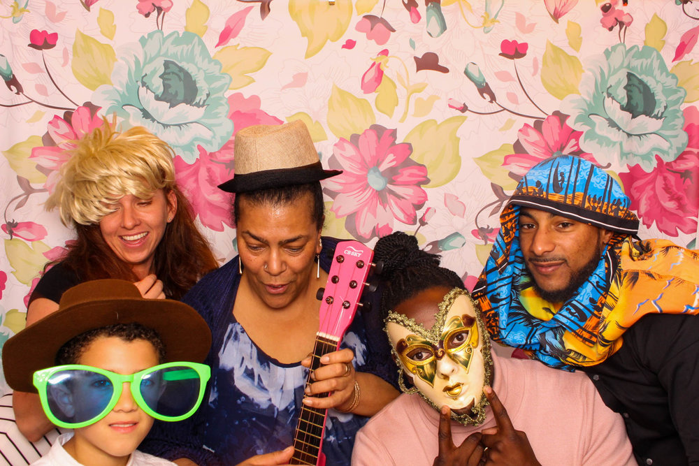 FOTOAUTO-photo-booth-hire-226.jpg