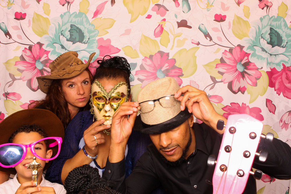 FOTOAUTO-photo-booth-hire-228.jpg
